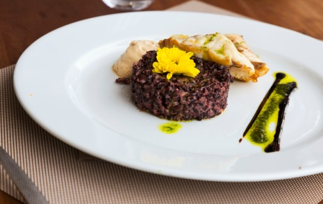 Hake with black rice and sauce
