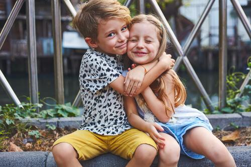 abrazo-hermanos