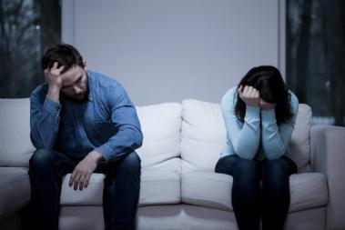 pareja-triste-distanciada-pelea