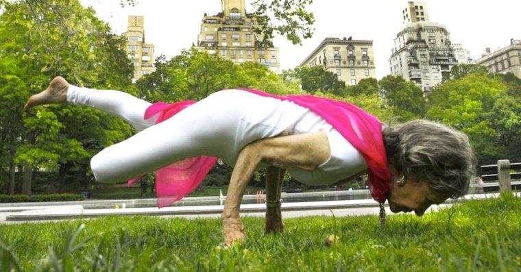 Cover-anciana-yoga